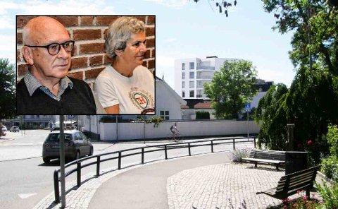 FULGTE SPENT DEBATTEN: Hans Martin og Bente Lang (innfelt) var til stede da planutvalget diskuterte byggeprosjektet på eiendommen deres ved Hvidts plass. Da avstemningen var over, forlot de rådhuset med et smil om munnen.