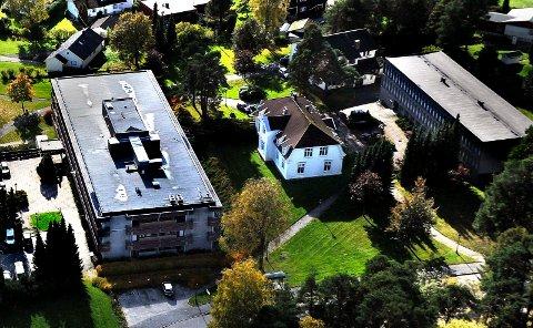 KAN BLI SOLGT: Høyre og Arbeiderpartiet ønsker å selge Tune rådhus og flytte de rundt 120 kommunalt ansatte som jobber der, til sentrum.