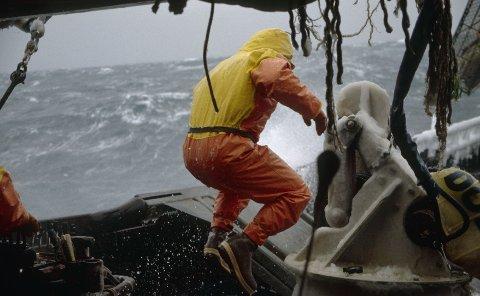 Å være fisker regnes som ett av de farligste yrkene. Likevel er det mange som ikke bruker redningsdrakt.