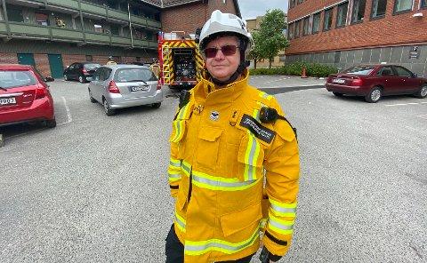 - GRILL HJEMME: – Skal du grille nå, så bør du gjøre det hjemme i egen hage. En annen ting er at mat som er laget på engangsgrill ikke blir noe godt, sier vaktsjef Jon Erik Bergendahl hos Grenland brann og redning IKS.