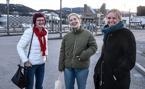 RØDT: Marit Holm, Kristine Helliesen og Cecilie Lerstang har målsettingen klar foran årets kommunevalg. Nå skal fire representanter inn i kommunestyret.