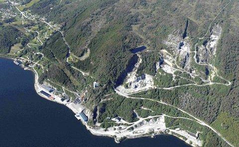 Avfallsdeponi: Flyfoto av avfallsdeponiene på Raudsand. Foto: Bergmesteren Raudsand