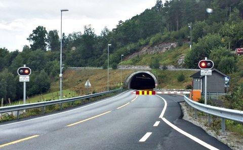 Eikremtunnelen i Tingvoll er stengt etter en hendelse torsdag kveld. Dette bildet er tatt ved en tidligere anledning.