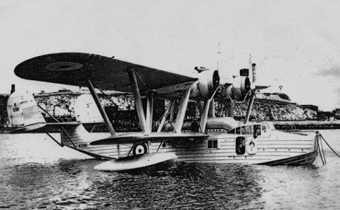 Forsvant i havet utenfor Grip: Dette flyet, et britisk sjøfly eller flybåt som det ble kalt, var av typen «Saunders Roe London II». Det hadde seksmanns besetning. Flyet med kjennetegn K-9686 ble sendt på hemmelig oppdrag utenfor nordmørskysten. Alle om bord omkom på dette toktet.