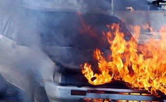 Bilbrannen startet under panseret på en bil ved Killsund.