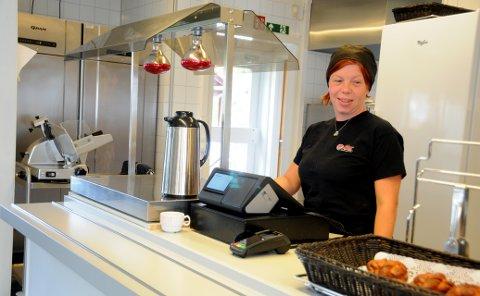Stortrives: Ann-Louise Eivik stortrives med egen kafé og catering i Etnedal, og den tørrlagte alkoholikeren spøker med at det var nettopp hun som åpnet øl- og vinkranene på kafeen.