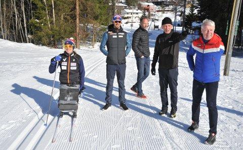 UTÅLMODIGE:Odd Martinsen (nummer to fra høyre) under lanseringa av rulleskiløype på Sørli mandag sist uke.