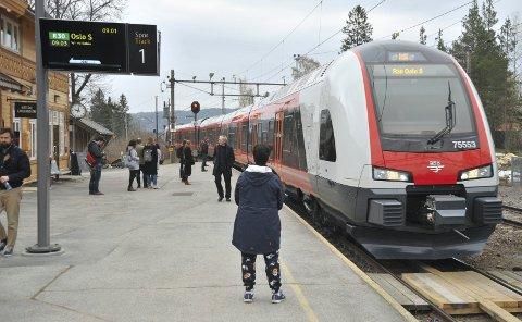 IKKELENGERALENE:Vinneren av anbudspakka der Gjøvikbanen er plassert skal overta togtrafikken i desember 2022