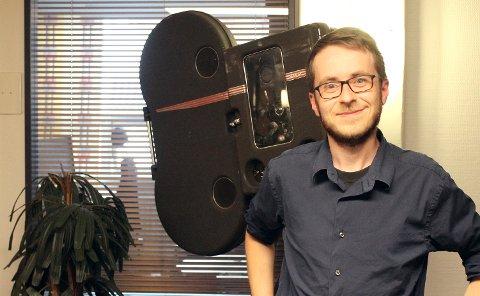 I KULISSENE: Christian har aldri ønsket å selv produsere film. For han er det historien og vitenskapen bak filmen som gjelder.