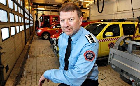 GIR TIL VELDEDIG FORMÅL: Brannsjef Per Olav Pettersen og Vestfold Interkommunale Brannvesen har i år donert penger til Røde Kors besøkstjeneste.