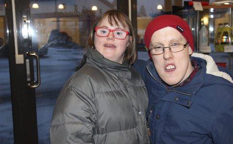 Fornøyd: Kathrine Karlsen og Marius Leirbakken kjente det kilte i magen da de så den nye bilen for første gang på tirsdag.Alle foto: Ole Jonny Johansen