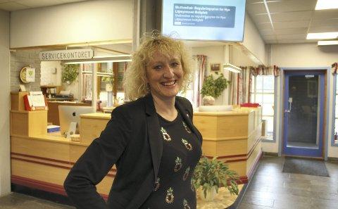VELKOMST: Ordføreren kan ønske velkommen til et lyst og hyggelige kommunehus. Alle foto: Jon Høsøien