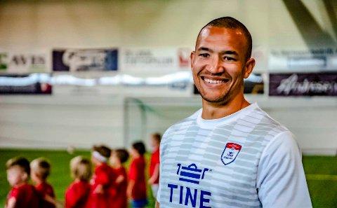 Edvard Skagestad har vært trener på Tine fotballskole, noe han mener er en fin og inspirerende oppkjøring foran serieåpningen for Ås A-lag.