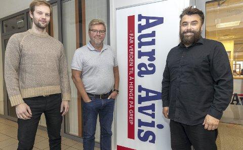 Christian Grøtte (fra venstre), Lars Steinar Ansnes og Tommy Rustad er tre i redaksjonen i Aura Avis.
