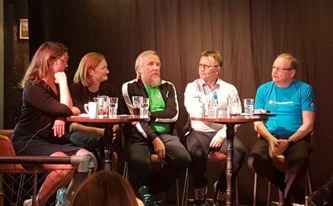 Liten tvil om at det er kaldt mellom Bodøs to fremste folkevalgte. Det kom også tydelig fram på møtet onsdag. F.v. Synne Bjørbæk (Rødt), Ida Pinnerød (Ap), Ola Smeplass (Sp), Espen Rokkan (H) og Jonny Gulbrandsen (Frp).