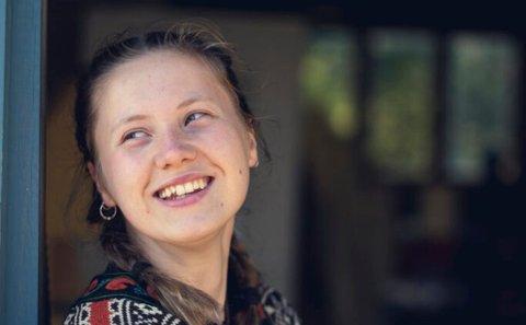 Ella Mørtsell (21) kommer opprinnelig fra Gratangen i Troms og Finnmark fylke. Nå bor hun på Kjerringøy og driver med noe helt spesielt.