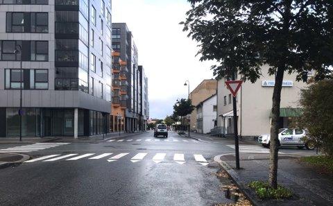 Mannen hevdet at skiltet i krysset Bankgata/Dronningens gate var lite synlig.