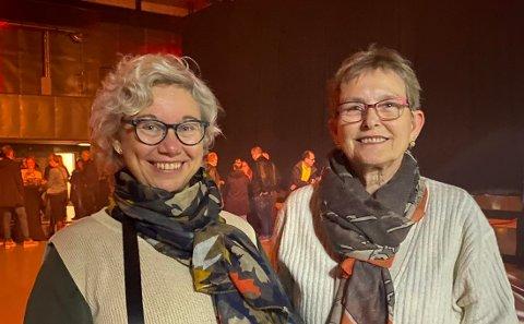 Venninnene Eve Evjen (64) og Venke Jul (57) var en av mange som gledet seg til å se Morten Abel opptre på den nye scenen.
