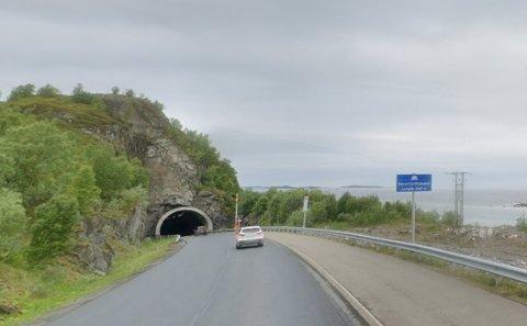 Mannen råkjørte på E10 ved Holdøya.