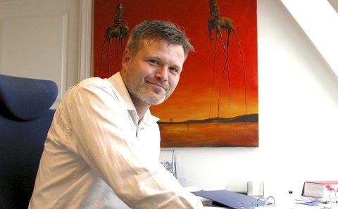 Marius Reikerås (44)  ble dømt for å ha ytt ulovlig rettshjelp.  Nå har lagmannsretten opphevet dommen.
