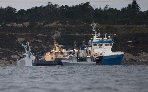 Når fregatten er tømt for drivstoff skal det brukes kjetting til å heve skipet ved hjelp av de to kranskipene som er på plass ved havaristen allerede.