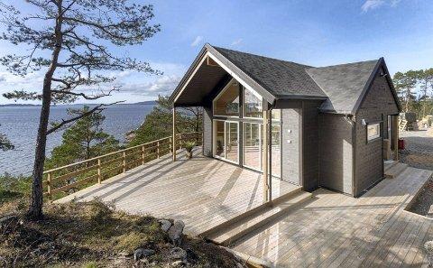 Denne hytten på Skorpo ved Os er på 72 kvadratmeter og koster 4,7 millioner kroner. Bjørnafjorden er den dyreste hyttekommunen i Vestland, men en snittpris på 3,5 millioner kroner.