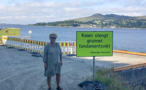 Fastboende: Monica Håper at kaien blir reparert i nær fremtid.