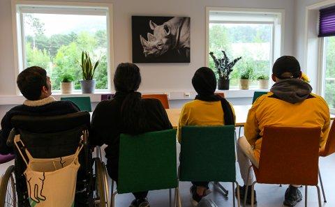 NØGD: Firdaposten har møtt to familiar som bur på Solbakken asylmottak.