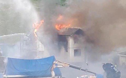 TOTALSKADD: Huset som brenn på Solheim nær Haugsvær er totalskadd.