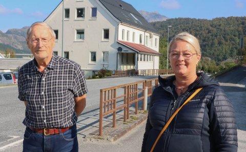 SAMDE: Leif Hilmar Nyhagen og Bente Liabø Thorsen, styreleiar NAF avdeling Fjordane og ytre Sogn, er samde om at noko må skje rundt fotgjengarovergangen i Dale sentrum.