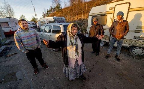 Vil ikke hjem: Beboerne i romleiren aner ikke hva de skal gjøre dersom leiren blir avviklet. De mener det er umulig å tjene penger i hjemlandet. Foto: Erik Hagen