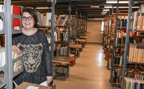 GULLGRUVE: Anne Trine Skjulhaug røper at magasinet på hovedbiblioteket byr på nesten 27 prosent av den tilgjengelige bokmengden.Foto: Thomas H. Arntsen
