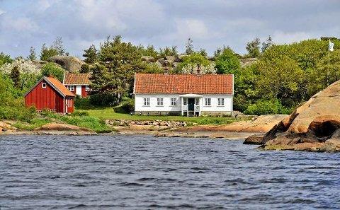 Leies ut av Maritime Center: Arisholmen har plass til 16 personer i to bygninger. Veiledende leiepris per døgn i 2017 var 3000 kroner og inkluderer begge bygninger. (Arkivfoto: Geir A. Carlsson)