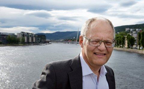 Klar tale: Kommuneekspert og analysesjef i Nivi analyse, Geir Vinsand, er ikke i tvil om at Fredrikstad og Sarpsborg bør slå seg sammen. Han etterlyser politiske strateger i Østfold.