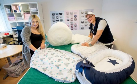 Familieproduksjon: Vida Haddad og Jørgen Kristiansen driver Vidas Babynest på Rolvsøy. Bildet er fra februar i fjor.