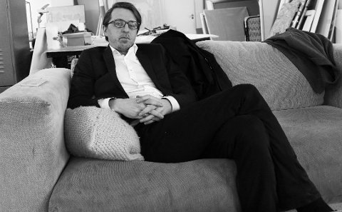 UTSTILLINGSÅPNING:  Kunstner Sverre Bjertnæs (43), som er gift med Hanna-Maria Grønneberg, stiller i sommer ut i Hvaler kunstforening. Bjertnes verk karakteriseres av en poetisk bearbeidelse av eksistensielle temaer med utgangspunkt i et selvbiografisk innhold.  – Ofte kretser de rundt psykologiske spenninger mellom det individuelle og kollektive, det livsbejaende og døden. Noen arbeider kan også omhandle tabuiserte samfunnspolitiske emner som er fremtredende i vår egen tid, sa Bjertnæs til Tønsbergs Blad i våres.