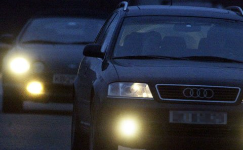 Regelverket er klart, likevel er det mange som bryter det og kjører med for mange lys på bilen.