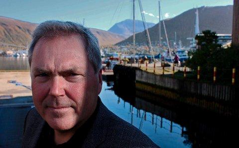 – Gjennom årene er det skrevet mange bøker om de dramatiske hendelsene i Narvik-området våren 1940, men jeg tror denne boka vil oppleves som ny, sier forfatter Asbjørn Jaklin om sin nye bok om kamen om Narvik. Arkivfoto.
