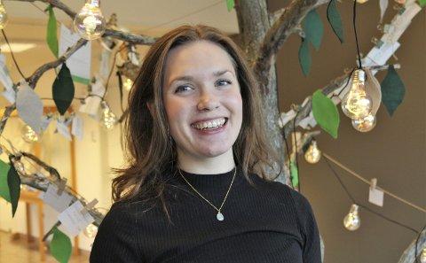 FYRVERKERI: Agnete Samuelsen slo ned i Ballangen som et «helsefyrverkeri» da hun kom hjem etter ti år. Med sitt utvidete begrep av hva som gir god folkehelse, bruker hun både fritid og jobb til å motivere andre. foto: Ann Kvanmo