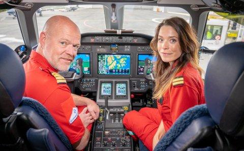 OVERTAR: Flysjef Trond Stenehjem og Ina Liljedahl er piloter på ambulanseflyjeten, som settes i tjeneste natt til 1. juli.