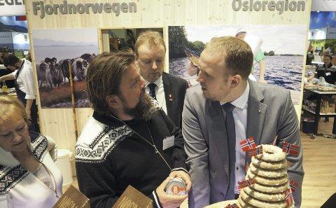 DELER SMAK: Birger Madsen deler smaken av Skjærgårdsløken i Tyskland.