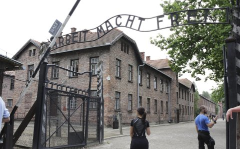 Arbeit macht frei: Nazi-Tysklands slagord skjulte hva som egentlig skjedde         i konsentrasjonsleirene. Her fra Auschwitz. bilder: birgit brøderud, 10. trinn roverud
