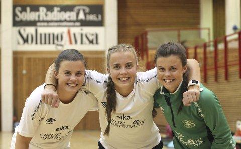 Trillinger: Birgitte (t.v.), Kirsten og Camilla Sørby har spilt sammen for Grue siden de var små. Nå er de tre blant de eldste på A-laget.BILDER: Øystein Engh