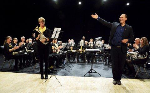 Årvisst: Lalm musikkforening med dirigent Odd Ivar Svelstad er av dei mest trufaste og kom denne gongen på sjetteplass med 93 poeng. Anne Grethe Furuheim var solist på Ess horn.
