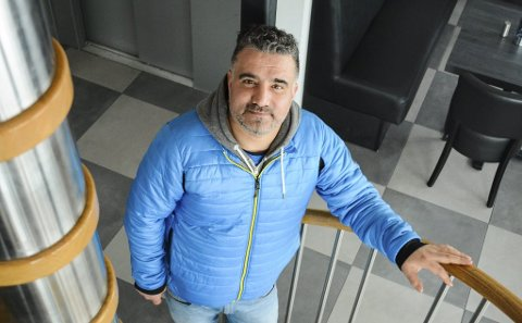 TRIST: Ufuk Yasar forteller at han har jobbet døgnet rundt for å redde Vanntårnet, og er trist over at det ikke gikk.