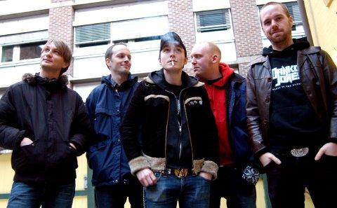 JEVNAKER: Wonderfools spilte på Jevnaker Rock 2006. Fra venstre: Christer Lundby, Thomas Hansen, Magne Vannebo, Lars Kristian Gulbrandsen og Joakim Asprusten.