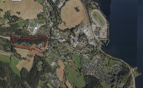 KJØPER TOMT: Kommunestyret gikk inn for å kjøpe tomt i området ved Vismunda. Oversiktsbilde over sykehus-tomta ved  like vest for Biri sentrum.