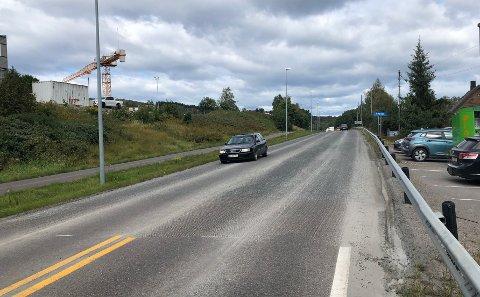 GJORTKLAR:Asfalter denne uka blitt frest ned for å være klar for ny asfalt, her fra startpunktet rett nord for rundkjøringa ved Mosenteret.