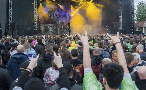Vått, men rått: Den første dagen av Tons of Rock ble en våt opplevelse, men det la ingen demper på stemningen blant publikum.