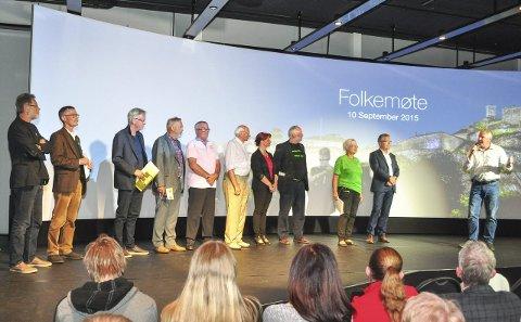Siste runde: Fra venstre Jan Erik Andersen (Rødt), Geir Helge Sandsmark (V), Fridtjof Dahlen (SV), Dagfinn Stærk (KrF), Per Egil Evensen (Frp), Odd A. Sæthre (Pp), Kirsti Brække Myrli (Ap), Øivind Holt (MDG), Anne-Kari Holm (Sp), Thor Edquist (H) og møteleder Hans-Petter Kjøge.